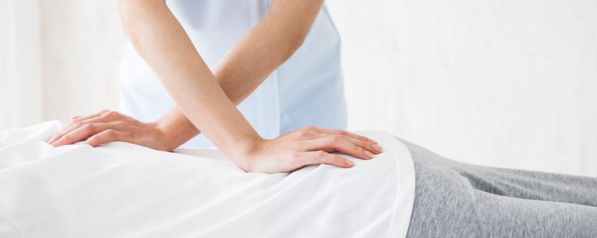 Physiotherapie bei einem Patienten